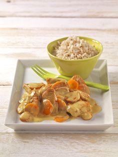 Putenschnitzel in Möhren-Kokosrahm | Möhren sind die Karotin-Klassiker. Putenfleisch liefert Eisen, und Kokosmilch sorgt für ein mildes Aroma.