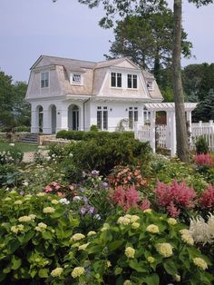 Osterville, Cape Cod guest cottage. Lovely gardens...