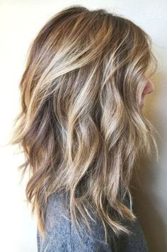 Welcome to today's up-date on the best long bob hairstyles for round face shapes – as well as long, heart, square and oval faces, too! I've included plenty of wavy long bob hairstyles for fine… Bob Hairstyles For Round Face, Inverted Bob Hairstyles, Haircuts For Fine Hair, Haircut For Thick Hair, Cool Hairstyles, Shoulder Length Hairstyles, Long Bob Hairstyles For Thick Hair, Asymmetrical Hairstyles, Hairstyles 2018