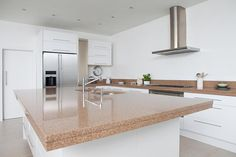 Redesigning Your Kitchen Area: Choosing Your New Kitchen Counter Tops – Outdoor Kitchen Designs Custom Countertops, Countertop Decor, Outdoor Kitchen Countertops, Kitchen Countertop Materials, Kitchen Worktop, Concrete Countertops, Kitchen Backsplash, Kitchen Counters, Kitchen Island