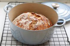 Eltefri hveteloff Translation: no knead wheat bred Norwegian Food, Norwegian Recipes, Piece Of Bread, Le Creuset, Pudding, Baking, Breakfast, Desserts, Bread Making