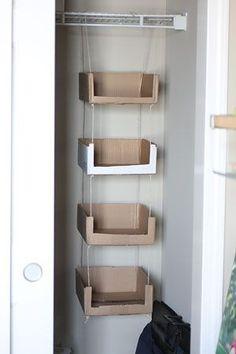 Paige B φωτογραφίας Blog - σπίτι - Ανακυκλωμένο χαρτόνι αποθήκευσης κουτιά από χαρτόνι ανακύκλωσης και διοργανωτές για να δημιουργήσει την ντουλάπα.  Στη συνέχεια, απλά διακοσμούν με παπλώματα και ύφασμα, χαρτί περιτυλίγματος, κλπ ...