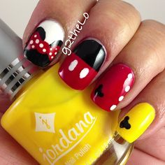 Mickey / Minnie Mouse Nails partagé par Marine sur We Heart It - Fun nails Minnie Mouse Nails, Mickey Mouse Nails, Disney Nail Designs, Nail Art Designs, Cute Nails, Pretty Nails, Red Nails, Halloween Nails, Nails Inspiration