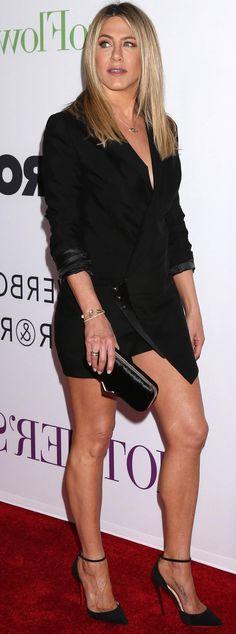 Jennifer Aniston Legs, Jennifer Aniston Pictures, Rachel Mcadams Legs, Rachel Green Outfits, Jeniffer Aniston, Beauté Blonde, Beautiful Legs, Beautiful Actresses, Sexy Legs