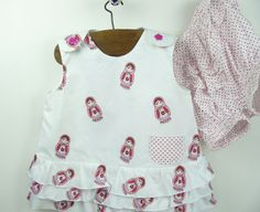Baby overgooier wit met roze matrouschka, met wit broekje in maat 92, 2 jaar. Gemaakt aan de hand van een origineel vintage/ retro patroon. by BarbaraEtsyShop on Etsy