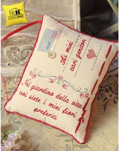 """Cuscino con dedica Genitori """"Nel giardino della vita ..."""" Angelica Home & Country C'è Posta per Te Quilting, Fabric, Scrappy Quilts, Feltro, Toss Pillows, Tejido, Tela, Cloths, Fat Quarters"""
