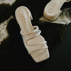 Women's Shoes Sandals, Leather Sandals, Shoes Sneakers, Toe Shape, Womens Slippers, Cute Shoes, Designer Shoes, Block Heels, Open Toe
