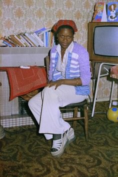 Bandele 'Tex' Ajetunmobi is a self-taught photographer known for his documentation of the culture and communities in East London. Kingston London, 70s Fashion, Vintage Fashion, Aesthetic Vintage, Home And Away, Black History, Female Bodies, Fashion Photography, Culture