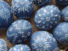My favorite, such a pretty color and delicate designs Easter Egg Pattern, Easter Egg Dye, Egg Crafts, Easter Crafts, Polish Easter, Egg Tree, Ukrainian Easter Eggs, Faberge Eggs, Wreaths