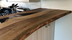Wood Resin Table, Wood Tables, Wood Top Island Kitchen, Kitchen Shelves, Kitchen Cabinets, Open Plan Kitchen Living Room, Timber Table, Live Edge Table, Modern Kitchen Design