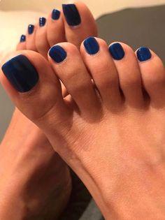 Algo en tu cara me fascina algo en tu cara me da vida! Pretty Toe Nails, Cute Toe Nails, Pretty Toes, Feet Soles, Women's Feet, Long Toenails, Nice Toes, Toe Polish, Painted Toes