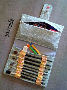 Make your own DIY pencil pouch or pencil case! Cool Pencil Cases, Diy Pencil Case, Pencil Pouch, Pencil Case Pattern, Pencil Case Tutorial, Pouch Tutorial, Pencil Holder, Roll Up Pencil Case, Pouch Pattern