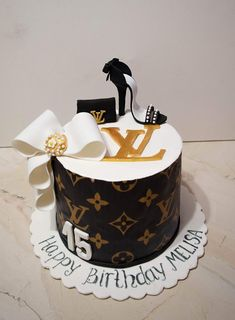 Queens Birthday Cake, 14th Birthday Cakes, Sweet 16 Birthday Cake, Elegant Birthday Cakes, Custom Birthday Cakes, Beautiful Birthday Cakes, Bolo Chanel, Chanel Cake, Creative Cake Decorating