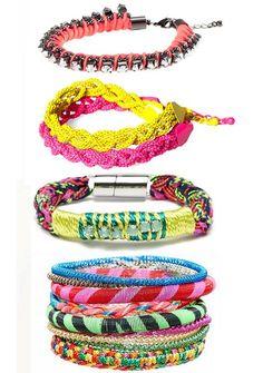 Estas son varias pulseras de moda  que puedes encontrar este verano 2012 en tus tiendas de siempre :).