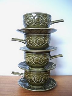 Retro soup bowls with cool handles