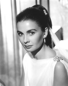 Jean Simmons appeared in A Bullet is Waiting and Big Country