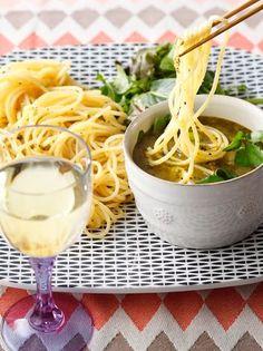 つけ麺風にパスタを味わう「つけパスタ」のレシピをご紹介していきます。さっぱり美味しくてクセになること請け合い。料理のレパートリーも広がりますよ! 早速チェックしてみてください。