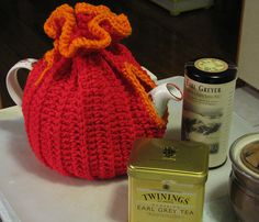 tea cosy - link for pattern in comments Tea Cozy, Coffee Cozy, Yarn Projects, Crochet Projects, Teapot Cover, My Cup Of Tea, How To Make Tea, Beautiful Crochet, Diy Crochet
