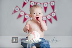 one year old, portraits, cake smash    ©Imaginate Photography love the baseball cake