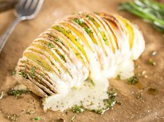 Gefächerte Ofenkartoffeln mit Rosmarin und Gruyère
