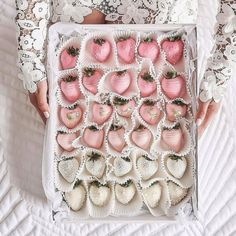 [New] The 10 All-Time Best Home Decor (in the World) - pink ombré chocolate covered strawberries Cute Food, Yummy Food, Delicious Recipes, Healthy Recipes, Slow Cooker Desserts, Chocolate Dipped Strawberries, Strawberry Dip, Strawberry Desserts, Snacks Für Party