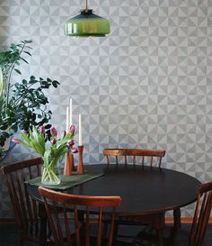 Eco-tapeter ser fantastisk ut i denna retrostil matsal. Inspiration Wall, Interior Inspiration, Colour Blocking Interior, Scandinavian Wallpaper, Interior Styling, Interior Design, Eclectic Furniture, Cozy Kitchen, Modern Wallpaper