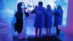 (30) 2013 - 10 de Julio:  el primer bar de hielo de Nueva York abrió sus puertas Este lunes fue abierto el primer bar de hielo de Nueva York, en el Hotel Hilton. Se trata del Minus 5° Ice Bar.