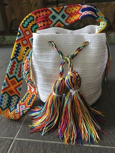 Otomiartesanal Mayan Morral (Mochila bag) DESCRIPTION This Beautiful and unique Morral Bag is an Otomiartesanal exclusive design, proudly hand woven by Mexican Artisans from Mayan Zone. This Pouch has Bag Crochet, Crochet Handbags, Crochet Purses, Crochet Summer, Free Crochet, Boho Bags, Tapestry Crochet, Handmade Bags, Crochet Projects