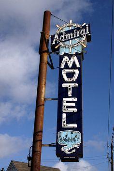 admiral motel neon sign in Nacogdoches