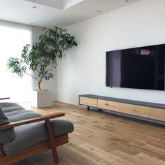 「シンプルの中に上質さを」夫婦で拘り抜いたおうちづくり。_______n.t.kさんのご自宅を探索!(前編) | ムクリ[mukuri] Flat Screen, Living Room, Space, Interior, Kitchen, House, Industrial Living Rooms, Blood Plasma, Floor Space