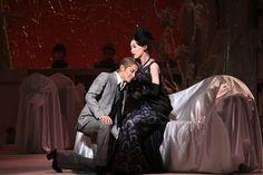 高い美意識に貫かれた出色の舞台 宝塚宙組がジャン・コクトーの世界に挑んだMusical『双頭の鷲』