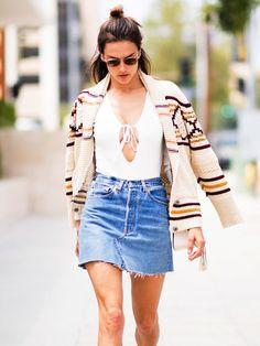 Der Jeans-Minirock ist wieder da und dein perfekter Begleiter für den Sommer.
