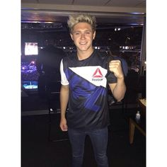 Niall Horan Chicago UFC Fight Night BeautifulBallad ❤ liked on Polyvore featuring niall, niall horan and ppl