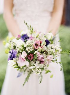 Love this natural and romantic English country-inspired bouquet, photo by Aneta MAK via junebugweddings.com