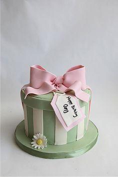 Hat Box Cake by Sweet Cup 'N Cakes, via Flickr