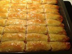 Jabukova pita od Selme- Memic Bosnian Recipes, Spanakopita, Hot Dog Buns, Food Videos, Baked Goods, Deserts, Dessert Recipes, Cooking Recipes, Sweets