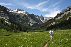 backpacking through spider meadows in washington (one of the prettiest hikes ever)