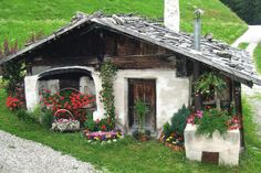 ☆☆☆ Agriturismo a San Giacomo in Valle Aurina (Bz) Shed Cabin, Cabin Plans, San Giacomo, Fairytale House, House Yard, City Landscape, Landscape Architecture, Old Cottage, Garden Care