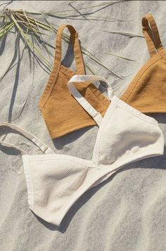 Shop Out From Under Morgan Seamless Triangle Bra at Urban Outfitters today. Diy Fashion, Ideias Fashion, Fashion Outfits, Womens Fashion, Sewing Clothes, Diy Clothes, Sewing Bras, Swimsuits, Bikinis