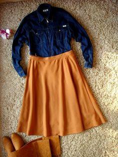 Rozkloszowana, karmelowa spódnica, przed kolano. Prosta. Skater Skirt, Skirts, Fashion, Moda, Fashion Styles, Skater Skirts, Skirt, Fashion Illustrations