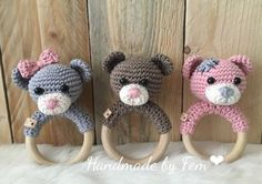 Free crochet pattern: RATTLE BEAR - Freubelweb - Look what I found on Freubelweb.nl: a free crochet pattern from Handmade by Fem to make these cute - Crochet Baby Toys, Crochet Diy, Crochet Bear, Crochet Animals, Crochet For Kids, Crochet Dolls, Baby Knitting, Amigurumi Patterns, Baby Toys