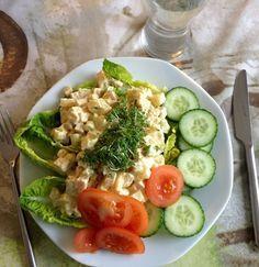 Kyllingesalat,.Opskriften på en nem, hurtig og lækker kyllingesalat til frokosten. Der er ikke tilsat sukker, som der er i mange købe-salater. Lchf, Keto, Danish Food, Cobb Salad, Buffet, Sandwiches, Brunch, Healthy Recipes, Healthy Fit