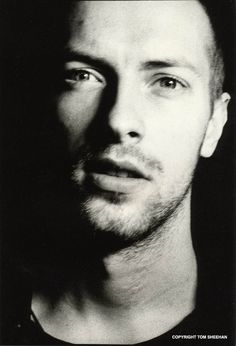 Chris Martin Coldplay, Portraits, Look At You, Famous Faces, Famous Men, Gorgeous Men, Beautiful People, Music Is Life, Cool Bands