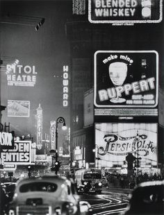 Times Square, 1942.  Photographer: Andreas Feininger.
