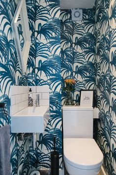 Downstairs toilet ideas small wallpaper 69 Downstairs toilet i… - Modern Toilet Room Decor, Small Toilet Room, Room Wall Decor, Wallpaper Toilet, Bathroom Wallpaper, Tree Wallpaper, Golden Wallpaper, Bathroom Interior Design, Home Interior