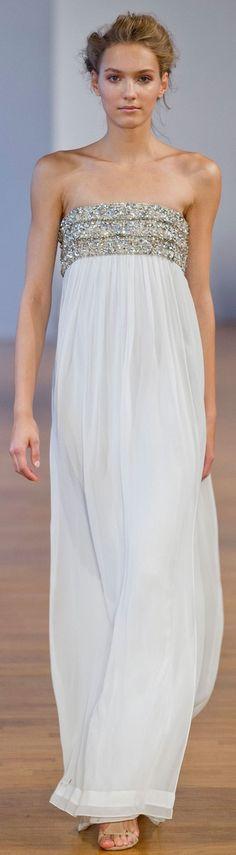 Collette Dinnigan at PFW Spring 2014  * Palabra pedrería y falda de gasa *