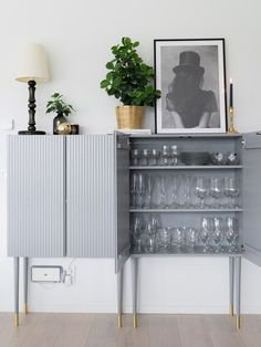 How to transform ivar cabinet from IKEA to luxurious and modern home styling. Decor, Ikea Makeover, Ikea Bar Cabinet, Interior, Ikea Living Room, Furniture Hacks, Home Decor, Bedroom Furniture Makeover, Furniture Design