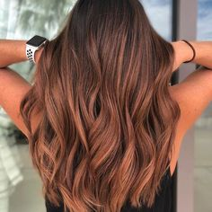 I still love this warm handpainted goodness. I glossed her with - Copper Hair Warm Brown Hair, Light Brown Hair, Light Hair, Brown Hair With Red, Short Hairstyles For Thick Hair, Short Hair Styles, Babylights Morena, Red Highlights In Brown Hair, Red Balayage Hair