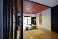 施工事例:和室[朱色のクロスが引き立つモダンな空間] Wall, Furniture, Beautiful, Home Decor, Shops, Japanese, Decoration Home, Tents, Room Decor