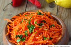 Koreanischer Karottensalat Salat aus Karotten und Zwiebeln - Asiatische Rezepte